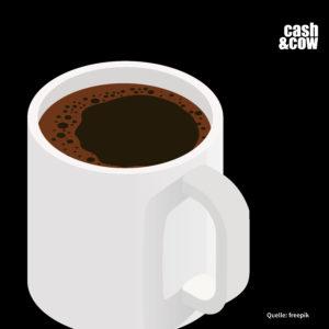 weiße Tasse mit schwarzem Kaffee